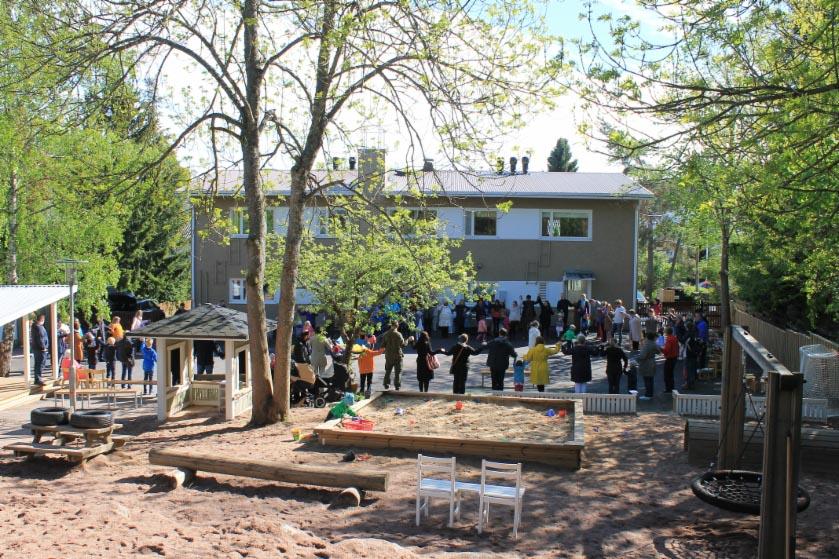 Villa Solaris byggnad och gård